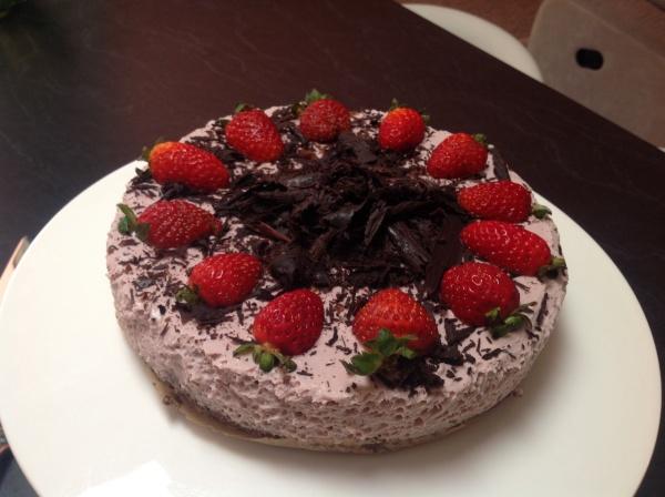 raw strawberry cream cheesecake